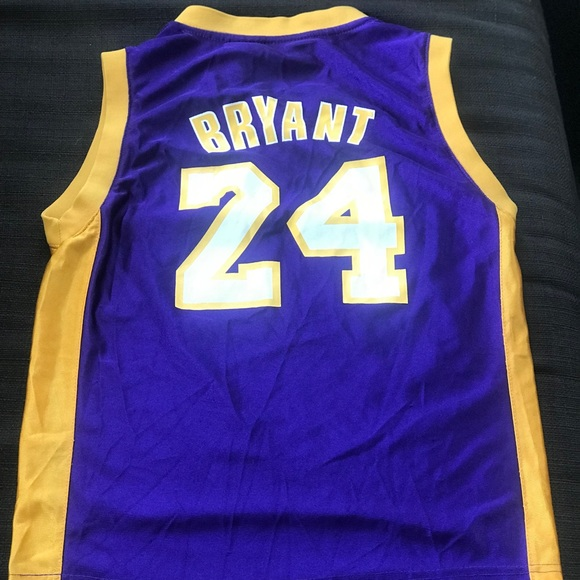 detailed look 2216d b88c2 Boys Lakers Kobe Bryant jersey medium (10-12)